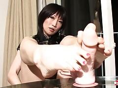 Hinata Kanan looks simply gorgeous. She has a great body, na...