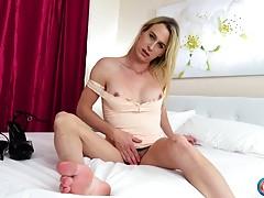 Canadian beauty Nikki Vicious makes her �Cumshot Monday� deb...