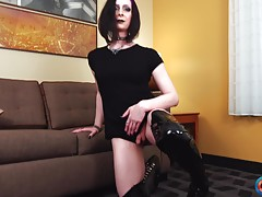 Lynn Landra is coming from Seattle and she makes her Grooby ...